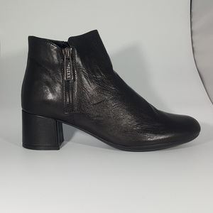 The Flexx Black Leather Ankle Boot
